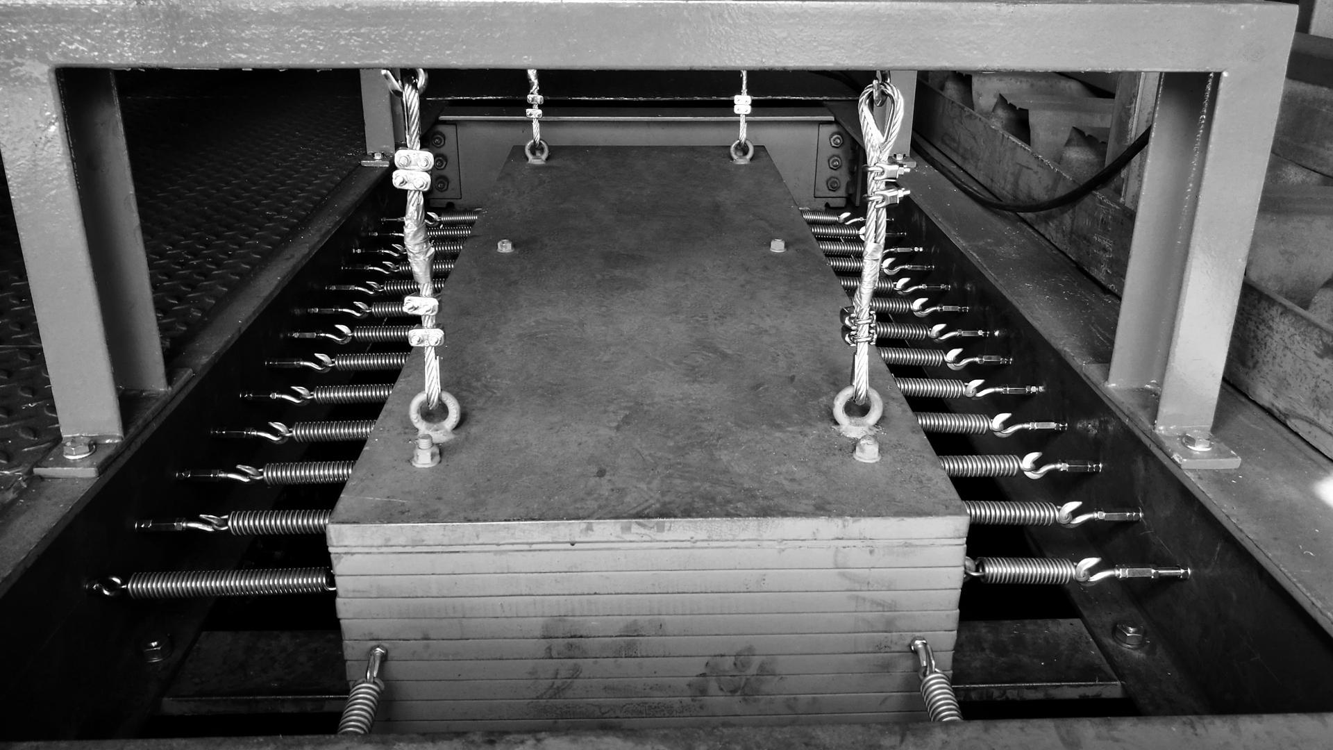 Schwingungstilger auf schwingungsanfälligem Stahlbau